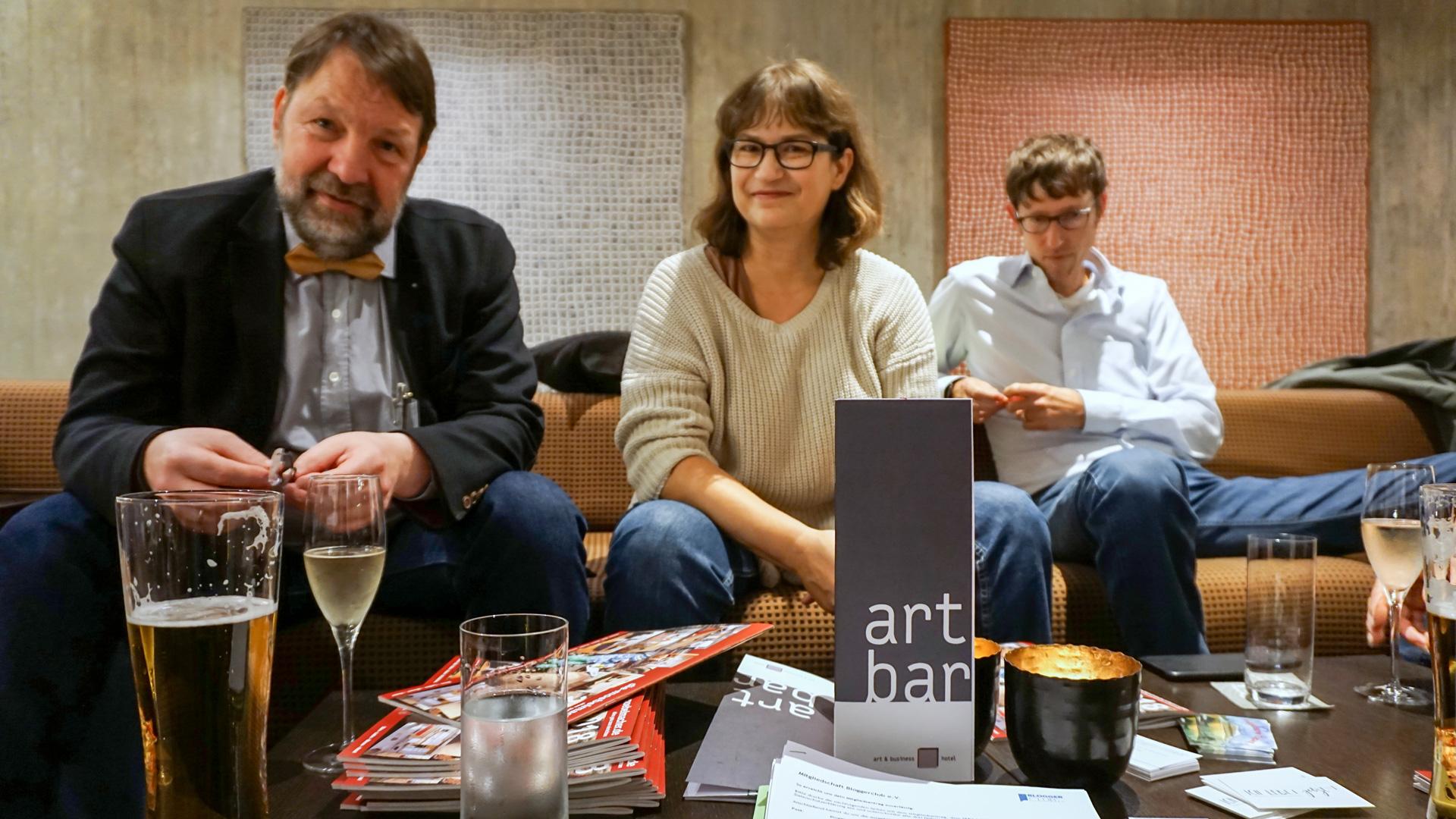 Die Bloggenden trafen sich in der art + bar