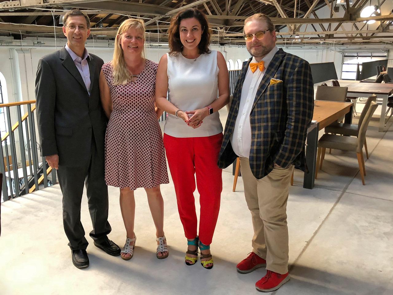 Dorothee Bär mit Bloggerclub-Vorstand (v.l.) Franz Neumeier, Tanja Praske, Matthias J. Lange